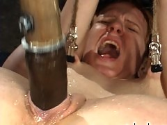 Sye Rena is suspended in the splits while sprayed and cums